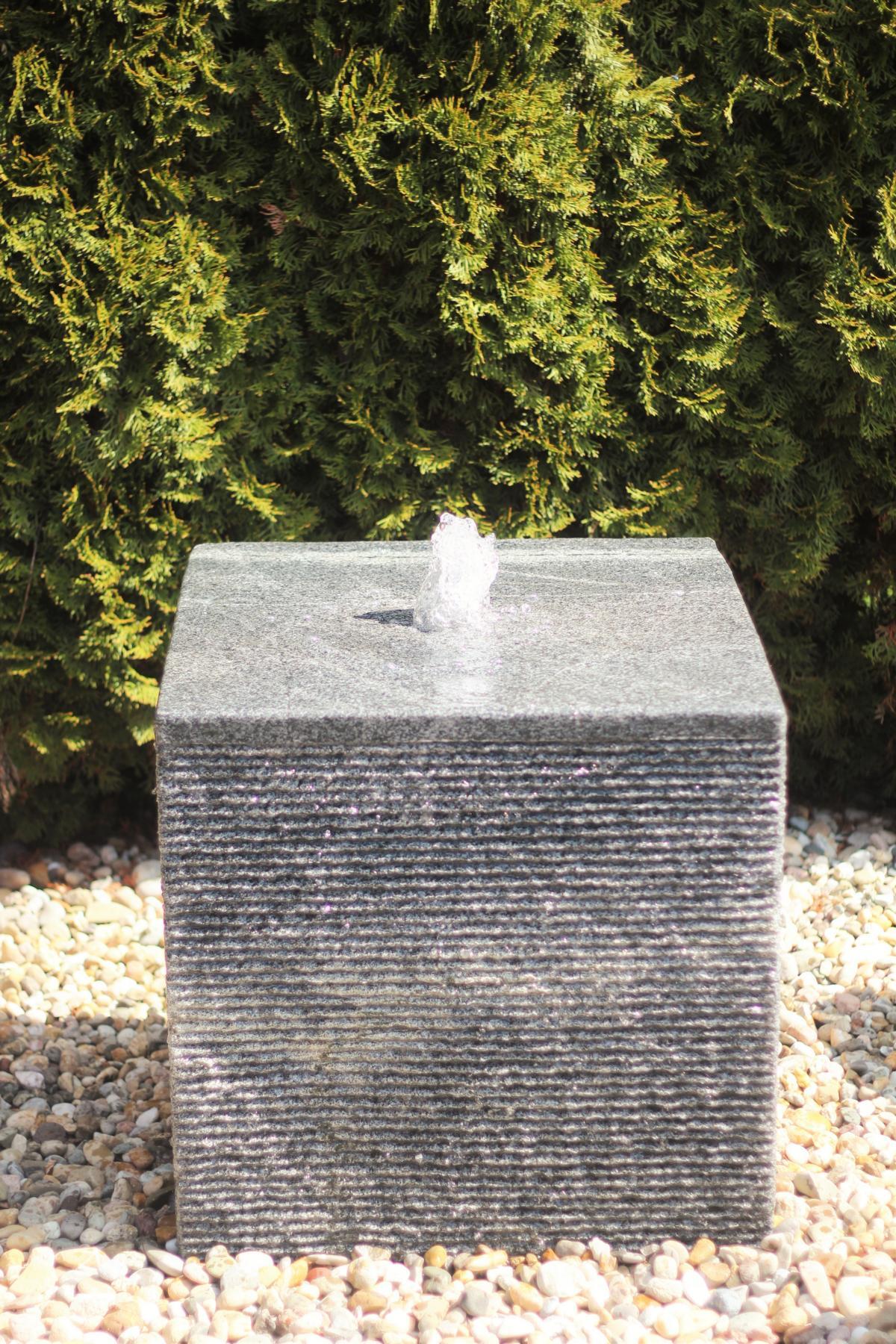 wasserspiel set w rfel granit 60 springbrunnen inkl pumpe. Black Bedroom Furniture Sets. Home Design Ideas
