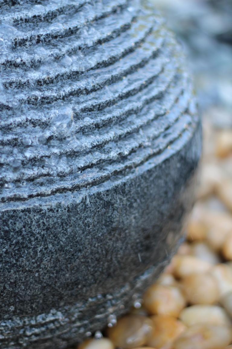 wasserspiel set quellstein granit kugel 45 inkl pumpe. Black Bedroom Furniture Sets. Home Design Ideas
