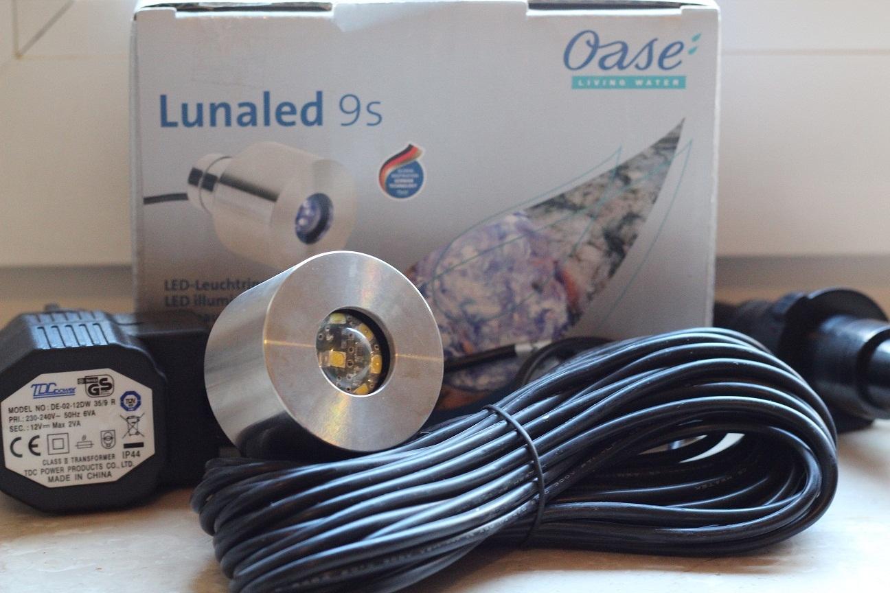 oase lunaled 9 s 9 led wei beleuchtung f r wasserspiele zierbrunnen und quellsteine 50115. Black Bedroom Furniture Sets. Home Design Ideas