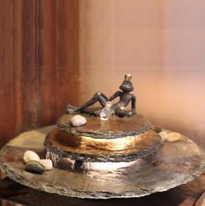 Zimmerbrunnen Kasumi Froschkönig Feng Shui Schieferbrunnen inkl. Beleuchtung