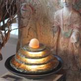 Zimmerbrunnen Tao 26 Feng Shui Schiefer Brunnen mit drehender Kugel