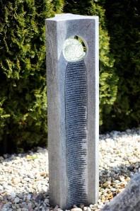 Wasserspiel SET Quellstein JOY Granit 3eck Säule mit Glaskugel inkl. Pumpe Becken