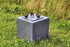 Gartenbrunnen Vogeltreff Kubus aus Polystone | Springbrunnen Wasserspiel inkl. Pumpe und LED