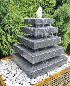 Wasserspiel SET: Quellstein Granit Pyramide Gartenbrunnen Springbrunnen