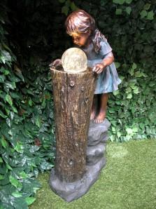 Gartenbrunnen Die Zauberin 83 Polystone Wasserspiel inkl. dreh. Kugel Pumpe LED