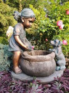 Zierbrunnen Mia mit Hund 65 cm | Polystone Wasserfall Wasserspiel inkl. Pumpe und LED