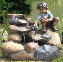Zierbrunnen Junge Rene mit Kröte am Bach 78 cm Polystone Wasserfall Wasserspiel inkl. Pumpe und LED