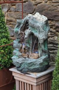 Zierbrunnen Minu 55 | Polystone Wasserfall Bachlauf inkl. Pumpe und Multi LED Beleuchtung
