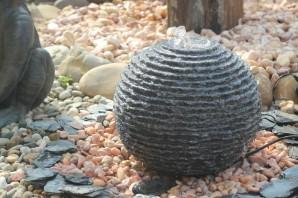 Wasserspiel SET: Quellstein Granit Kugel Saturn 35 inkl. Becken Pumpe | Springbrunnen