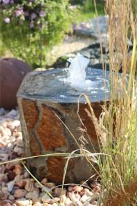 Wasserspiel kpl. SET: Quellstein Basalt mit Quellschale inkl. Pumpe Becken   Springbrunnen