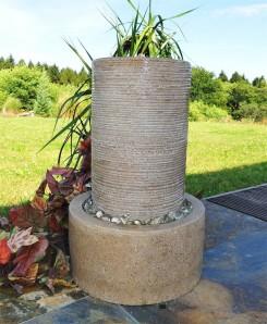 Zierbrunnen Vu Quellsäule 43 cm Polystone Gartenbrunnen inkl. Pumpe und LED