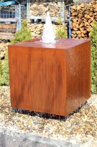 Wasserspiel SET Cortenstahl Würfel 80 Schwebeoptik Gartenbrunnen Edelrost Design