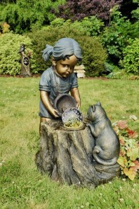 Wasserspiel Lena mit Katze 64cm Polystone Gartenbrunnen inkl. Pumpe und LED