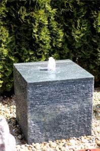 Wasserspiel SET Quellstein Würfel 60cm Granit Gartenbrunnen inkl. Pumpe