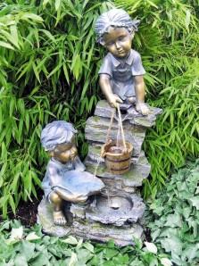 Zierbrunnen Sarah und Timi 76 cm Polystone Gartenbrunnen inkl. Pumpe und LED