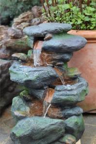 Zierbrunnen Jibei klein | Polystone Wasserfall inkl. Pumpe und LED Beleuchtung