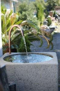 Wasserspiel kpl.SET: Wassertrog Granit mit Kupferauslauf inkl. Pumpe   Zierbrunnen
