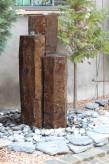 Wasserspiel kpl. SET: Quellstein 3er Basalt Säulen inkl. Pumpe Becken | Gartenbrunnen Zierbrunnen