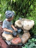 Zierbrunnen Noah mit Netz 53 cm | Polystone Wasserspiel inkl. Pumpe und LED
