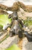 Bronzefigur Hase Emil | Gartenfigur aus Bronze von Rottenecker Ostern Dekoration