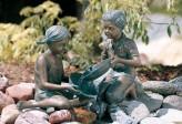 Wasserspeier Kinder Sara & Simon als Wasserspiel Bronze Skulptur Rottenecker