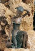 Bronzefigur Dame Letizia als Wasserspiel Bronze Skulptur Rottenecker