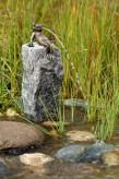 Wasserspiel kpl.SET: Bronzefigur Froschkönig Heinrich auf Granitsäule inkl. Pumpe | Becken