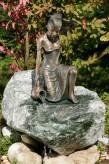 Bronzefigur Mädchen Letizia 35 | Bronze Wasserspeier von Rottenecker