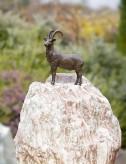 Bronzefigur Steinbock klein auf Rosario-Findling 82cm Bronze Skulptur Rottenecker