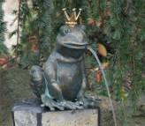 Froschkönig Teodor 23cm Gartenfigur als Wasserspiel Bronze Wasserspeier Rottenecker