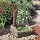 Wasserspiel Polenca mit Schwengelpumpe 64cm Polystone Brunnen inkl. Pumpe
