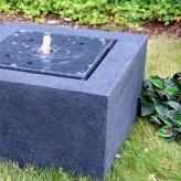Quader mit Wasserquelle Polystone Springbrunnen inkl. Pumpe und LED