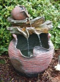 Jarra 56cm Polystone Brunnen Holzoptik inkl. Pumpe und LED