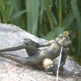 Bronzefigur Froschkönig Detlef L34 | Bronze Wasserspeier Rottenecker