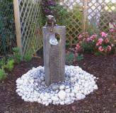 Wasserspiel SET: Quellstein Joy 95 Granit anthrazit mit Bronze Katze Gartenbrunnen