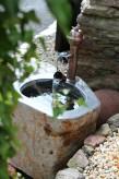 Wasserspiel kpl.SET: Wassertrog Basalt mit Kupferauslauf und Kippeimer