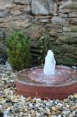 Wasserspiel kpl.SET: Quellstein Mühlrad Sandstein inkl. Pumpe Becken LED